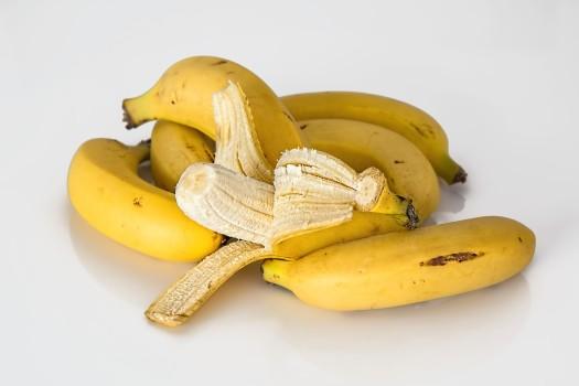 De ce nu trebuie să arunci cojile de banane. 5 utilizări surprinzătoare