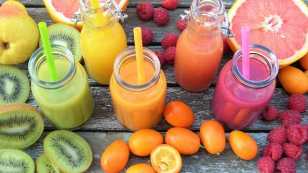 5 retete colorate de smoothie pentru copii si parinti