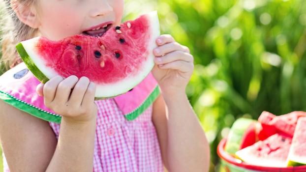 Pepenele roşu: 7 beneficii mai puţin cunoscute pentru copii