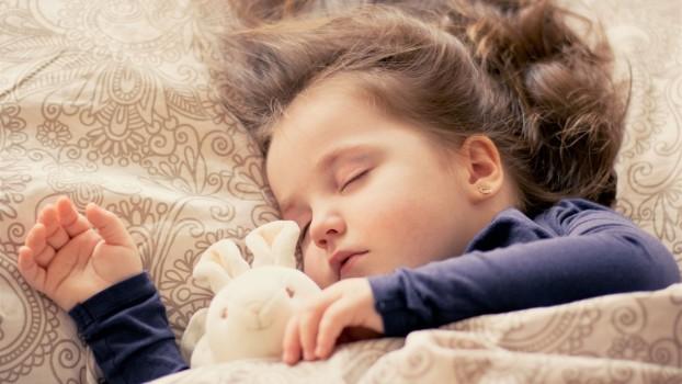 Ce beneficii aduce somnul de după-amiază în dezvoltarea copiilor