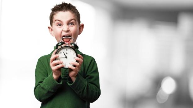 Deșteptarea! 5 trucuri care te pot ajuta să-i pregătești pe copii pentru școală sau grădiniță