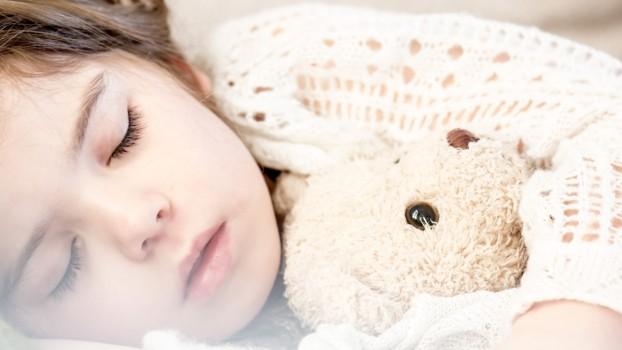 Cum îl poți determina pe copil să meargă mai devreme la culcare?