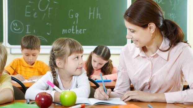 Primul an de școală: 4 recomandări pentru o bună comunicare între părinți și învățătoare