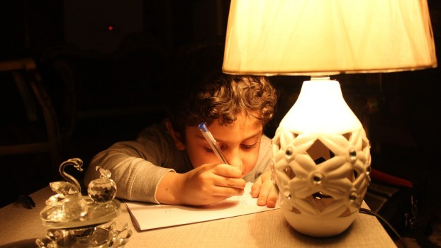 Lumina din camera copiilor! În ce fel le influențează iluminatul dezvoltarea fizică și psihică