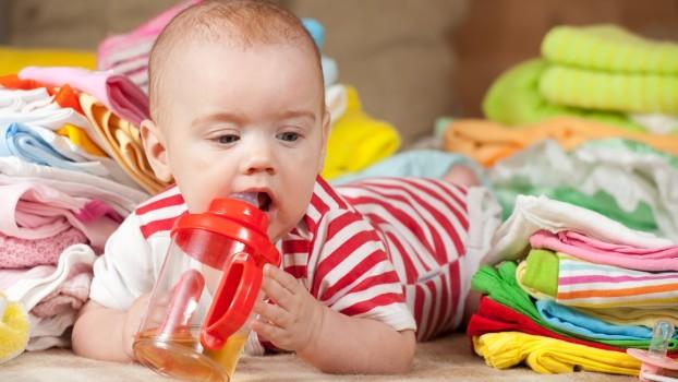 Prima vacanță cu bebe! Ce nu trebuie să-ți lipsească din bagaj