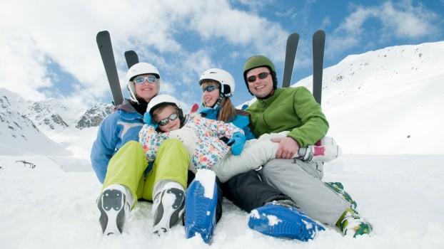 Liber la zăpadă! 8 beneficii ale sporturilor de iarnă