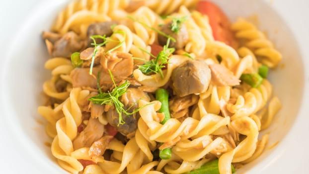 Paste cu ton la cuptor: Rețeta pentru o cină rapidă