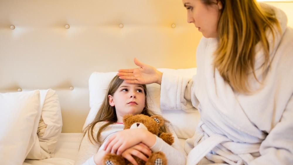 Cele mai frecvente afecțiuni care apar la copii în preajma Crăciunului. Recomandări pentru părinți