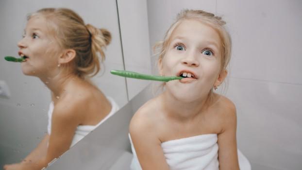 5 obiceiuri care pot fi periculoase pentru dinții copiilor