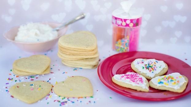 Fursecuri glazurate în formă de inimioare. Un desert special pentru Ziua Îndrăgostiților