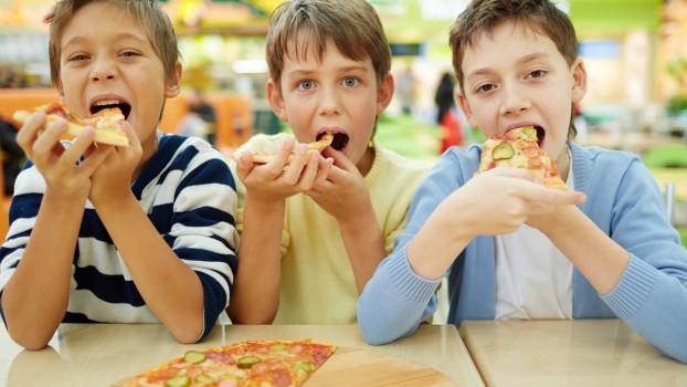 De ce le este copiilor tot timpul foame? Explicațiile nutriționistului