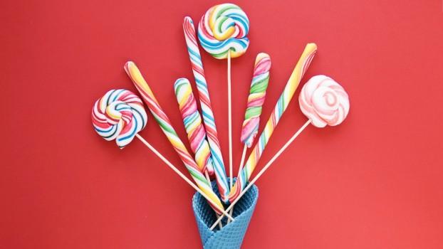 Atenție, la acadele! Bomboanele colorate pot conţine şi de 3 ori mai mult zahăr decât limita zilnică