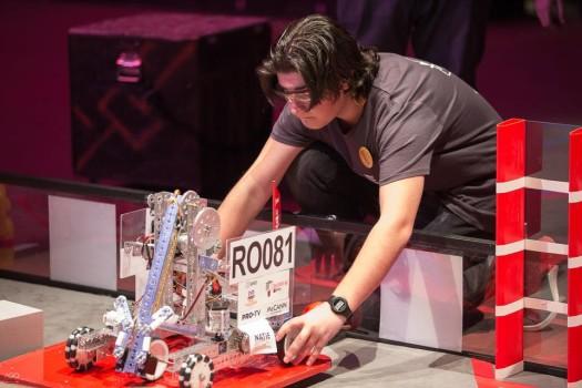 Patru echipe românești vor participa la finala Campionatului Mondial de Robotică din SUA, FIRST Tech Challenge