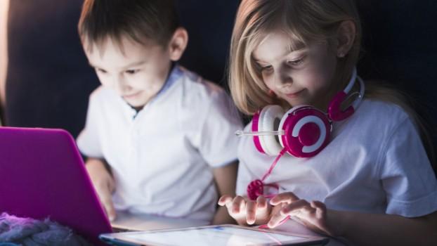 Situație alarmantă! În România, un minor din zece este dependent de internet
