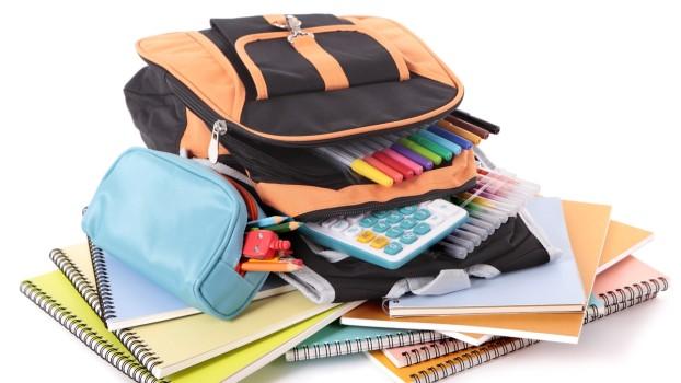 O nouă lege: ghiozdanul elevilor NU trebuie să aibă mai mult de 10% din greutatea copiilor