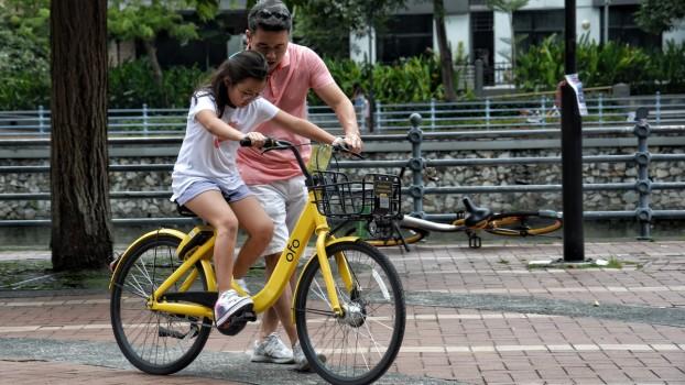 Vara pe două roți! Cum îți înveți juniorul să meargă pe bicicletă