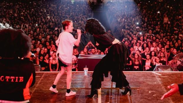O puștoaică de 10 ani din Cluj-Napoca a urcat pe scenă alături de Jessie J, la Electric Castle
