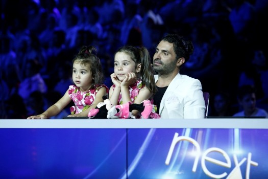 """Pepe, sărbătorit de fetițele sale pe platourile de filmare, la """"Next Star"""""""