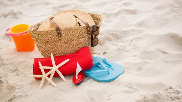 9 lucruri care nu trebuie să-ți lipsească din geanta de plajă