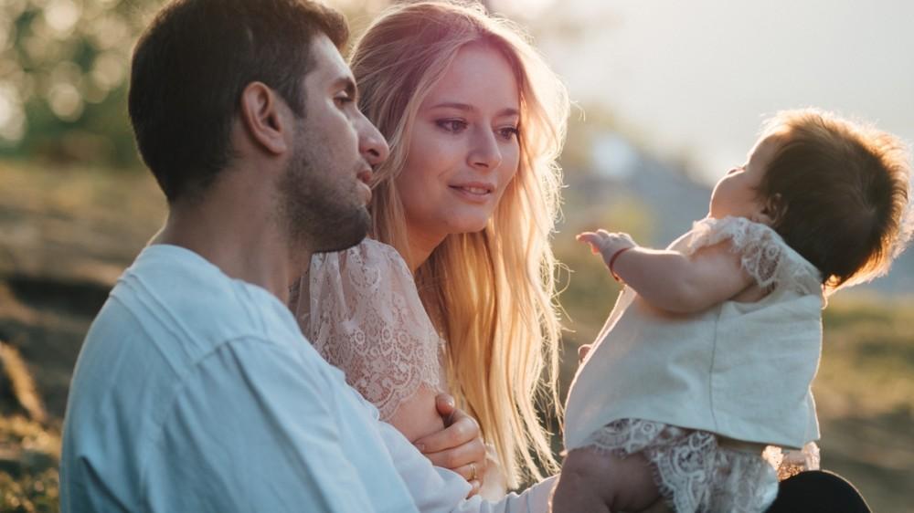 Destinație de vacanță: Laura Cosoi pleacă în Franța cu fetița ei