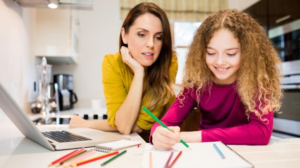 Temele pot fi distractive! 6 metode amuzante și eficiente pentru copii și părinți
