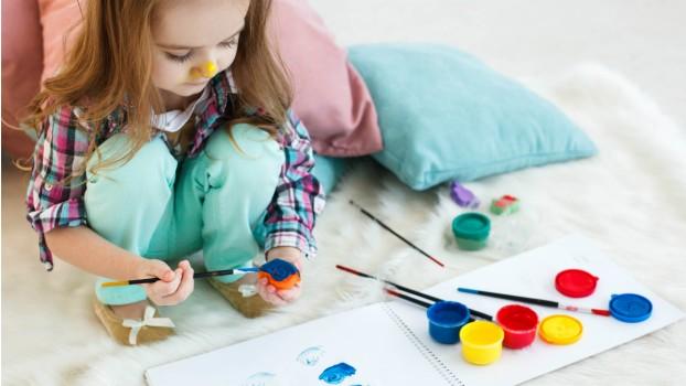 Distracţie neconvenţională:  7 idei prin care îţi poţi ţine copilul ocupat toată ziua