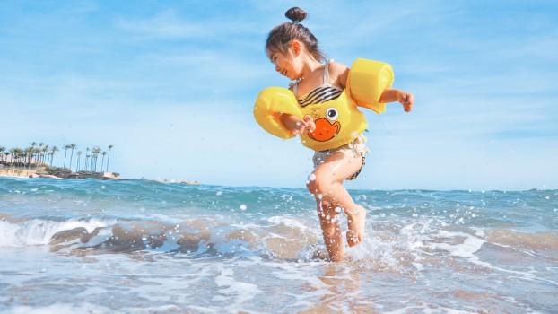 Transformă nisipul în distracție! Jocuri pe plajă pentru copii și părinți