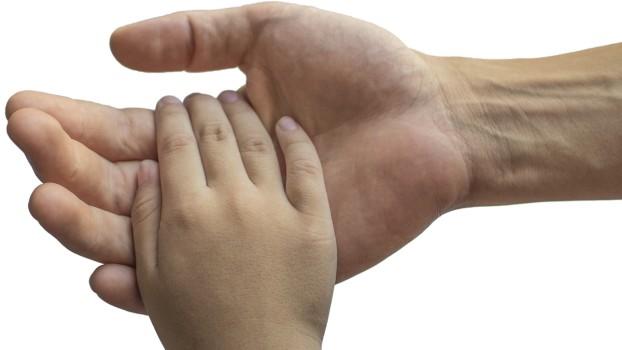 Ce se întâmplă când copiii nu se spală pe mâini? Imaginea impresionantă a unei palme