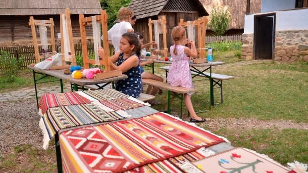 """Începe tabăra de creaţie """"Vara pe uliţă"""", la Muzeul Satului"""