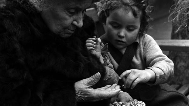 Cum poți deveni un părinte mai bun? 10 sfaturi de la Maria Montessori