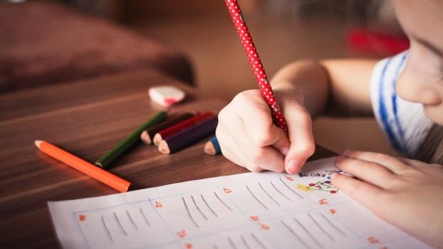 Ai un copil cu ADHD? Cum îl ajuți la teme