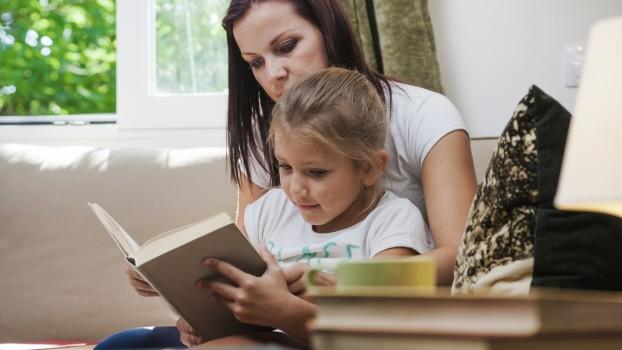 Ai un copil diagnosticat cu întârziere în dezvoltarea limbajului? Cum îl pregătești pentru școală