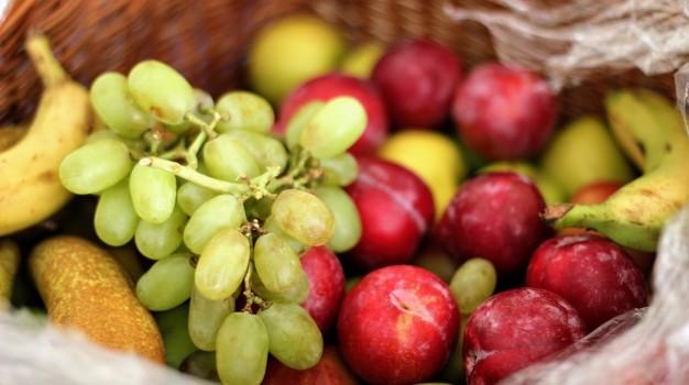 Cum poți scăpa de pesticidele de pe fructe și legume?