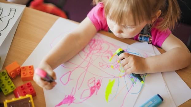 Trucuri pentru părinți: Cum poți scoate petele de marker permanent de pe orice suprafață