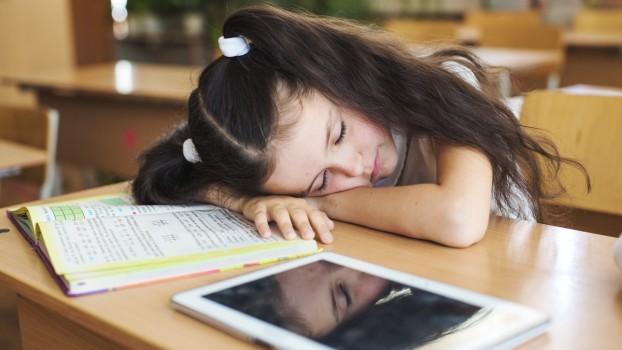 Atenționări pentru părinți: Când copiii sunt prea obosiți