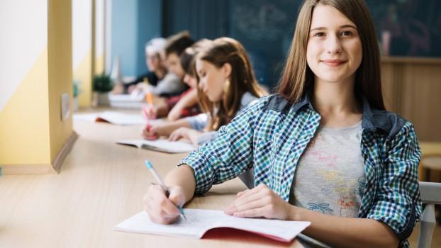 O nouă lege: învățământ obligatoriu de 15 clase