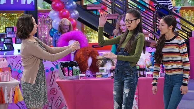 Recomandările lunii decembrie la Disney Channel și Disney Junior. Ce aduce Moș Crăciun pe micul ecran?