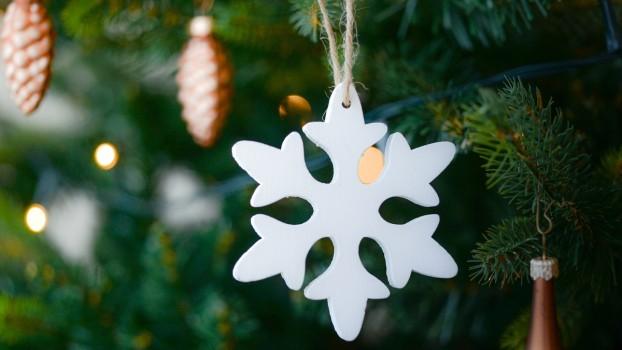 Ornamente de Crăciun: Cum să faci fulgi de zăpadă din hârtie și carton