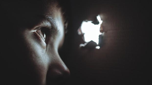 Frica de întuneric la copii. Soluții pentru părinți