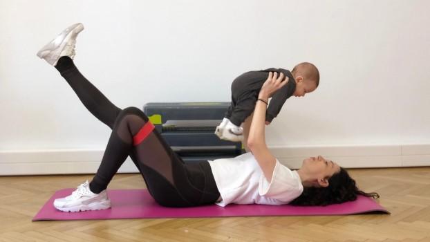 Recuperare postnatală: sport împreună cu bebelușul