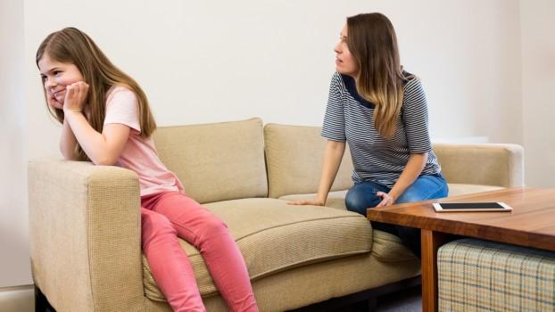10 fraze care pot calma un copil furios. Recomandările psihologilor