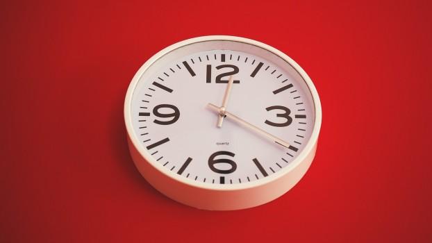 Ceasurile analogice vor fi scoase din școlile britanice