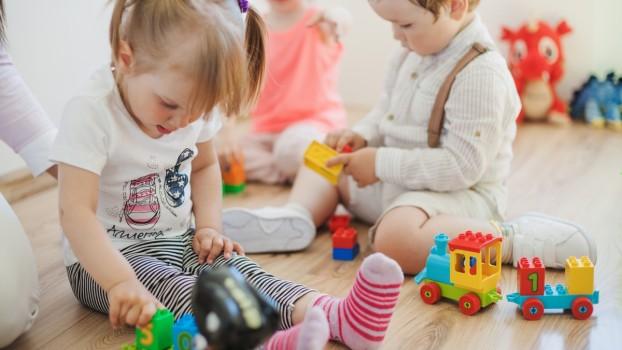 Cum pregătești copilul pentru frecventarea altei grădinițe în vacanța de vară? Recomandările specialistului