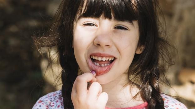 Dinții de lapte ai copiilor: În ce situații pot salva viața celor mici?