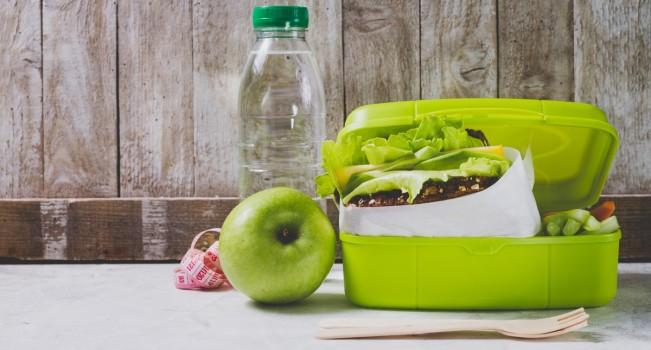 Atenție la pachetul de școală! Ce alimente pot provoca toxiinfecția alimentară la copii