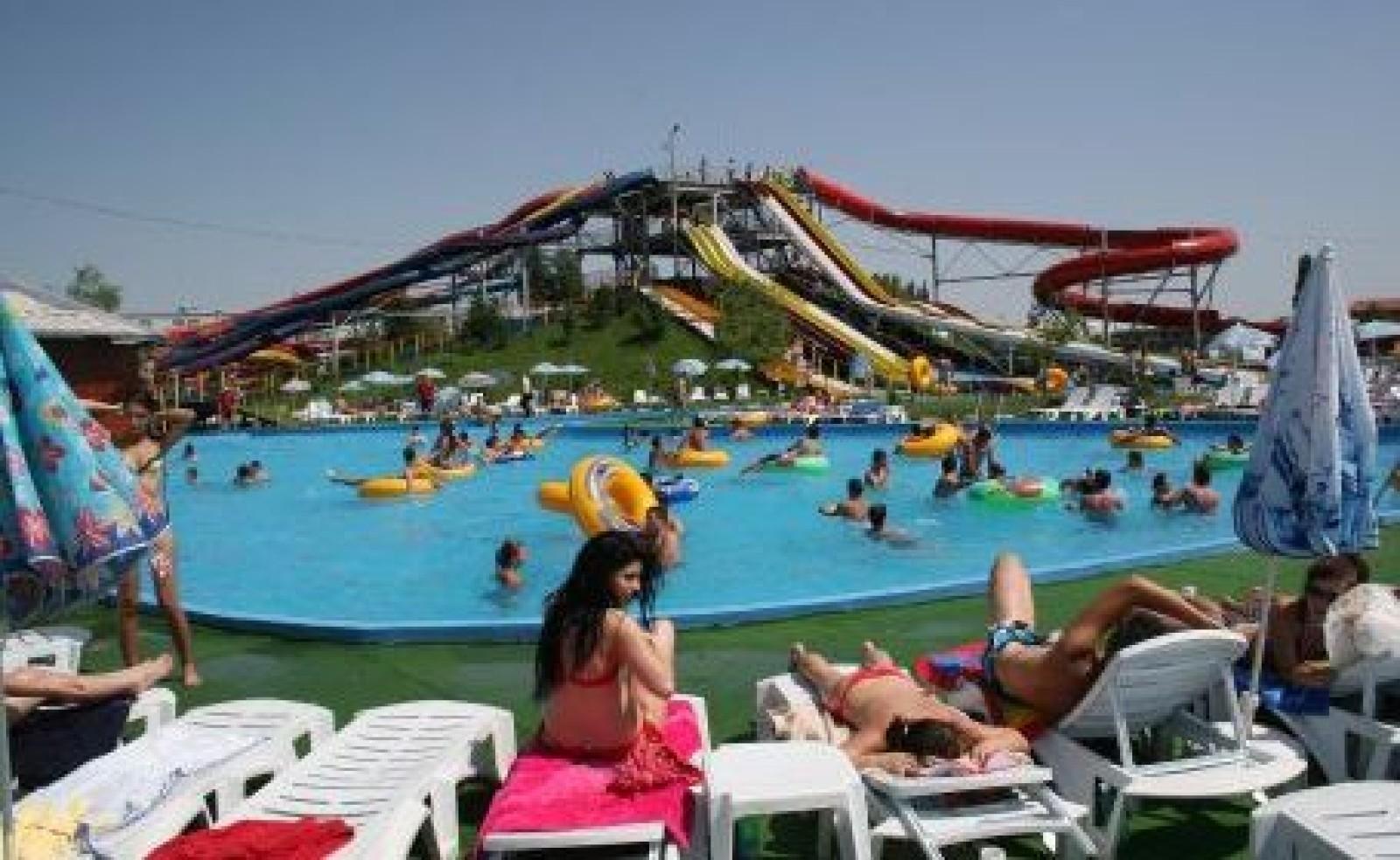 Imagini pentru water park otopeni photos